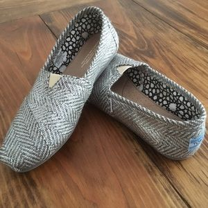 Toms Silver Glitter Slip-on Flats Size 9 Like New